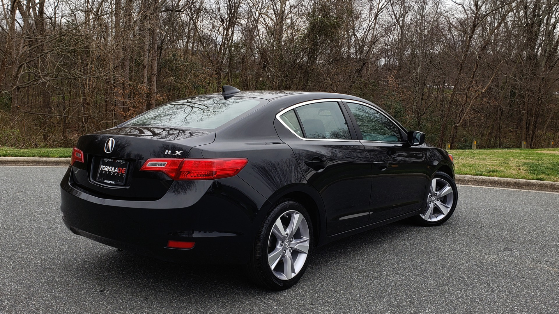 Used 2013 Acura ILX TECH PKG / SUNROOF / NAV / DUAL-ZONE A/C / REARVIEW for sale Sold at Formula Imports in Charlotte NC 28227 6