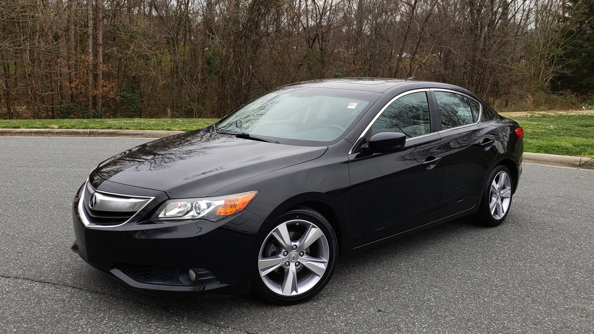 Used 2013 Acura ILX TECH PKG / SUNROOF / NAV / DUAL-ZONE A/C / REARVIEW for sale Sold at Formula Imports in Charlotte NC 28227 1