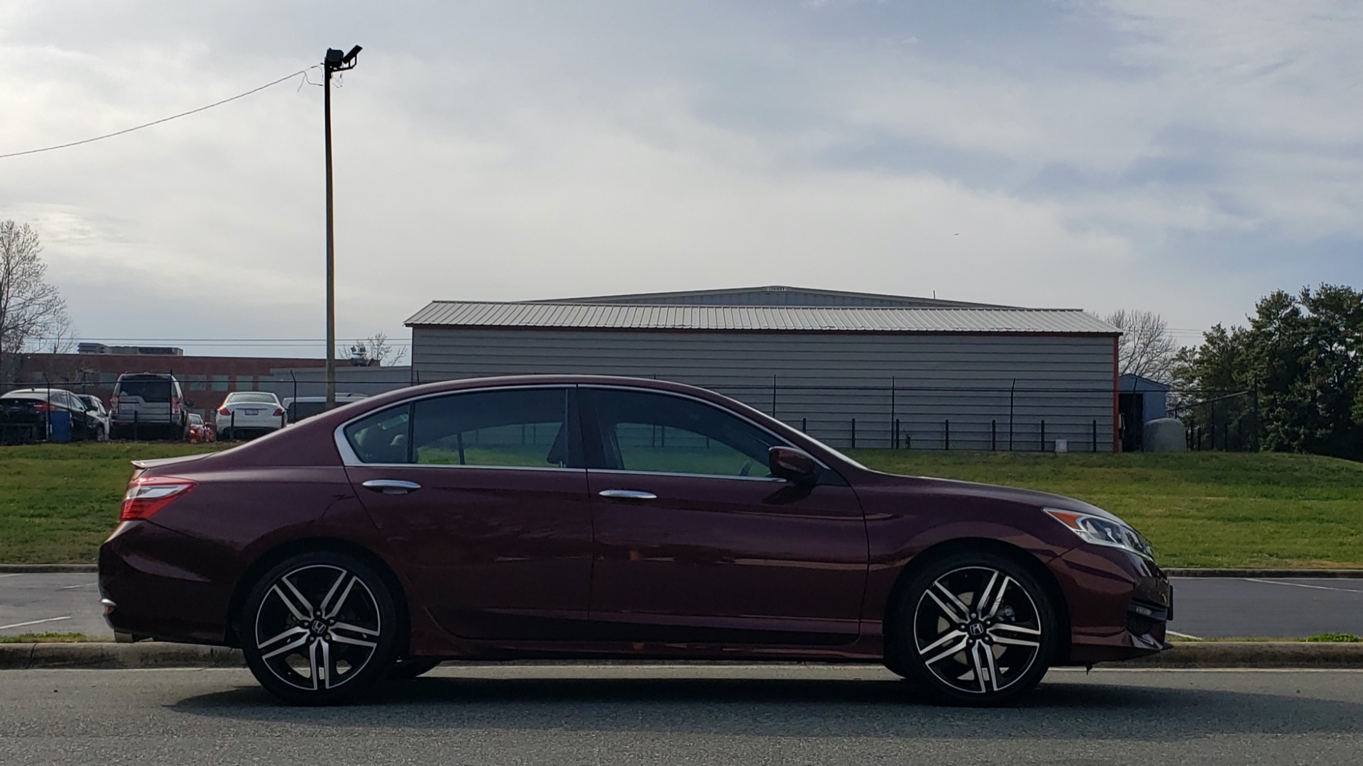 Used 2017 Honda ACCORD SEDAN SPORT / REARVIEW / / DUAL-ZONE A/C / 19IN ALLOY WHEELS for sale Sold at Formula Imports in Charlotte NC 28227 10