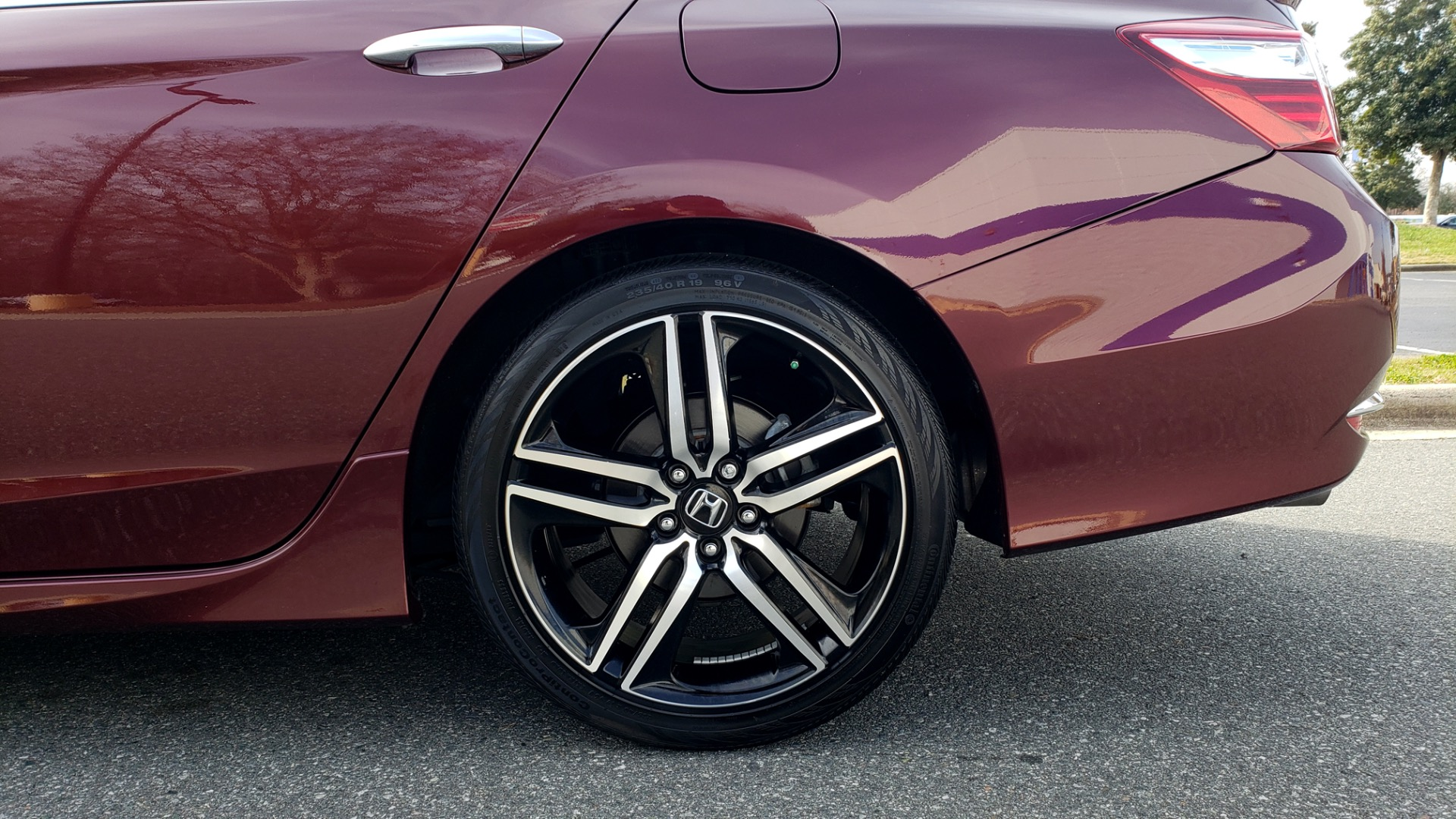 Used 2017 Honda ACCORD SEDAN SPORT / REARVIEW / / DUAL-ZONE A/C / 19IN ALLOY WHEELS for sale Sold at Formula Imports in Charlotte NC 28227 7