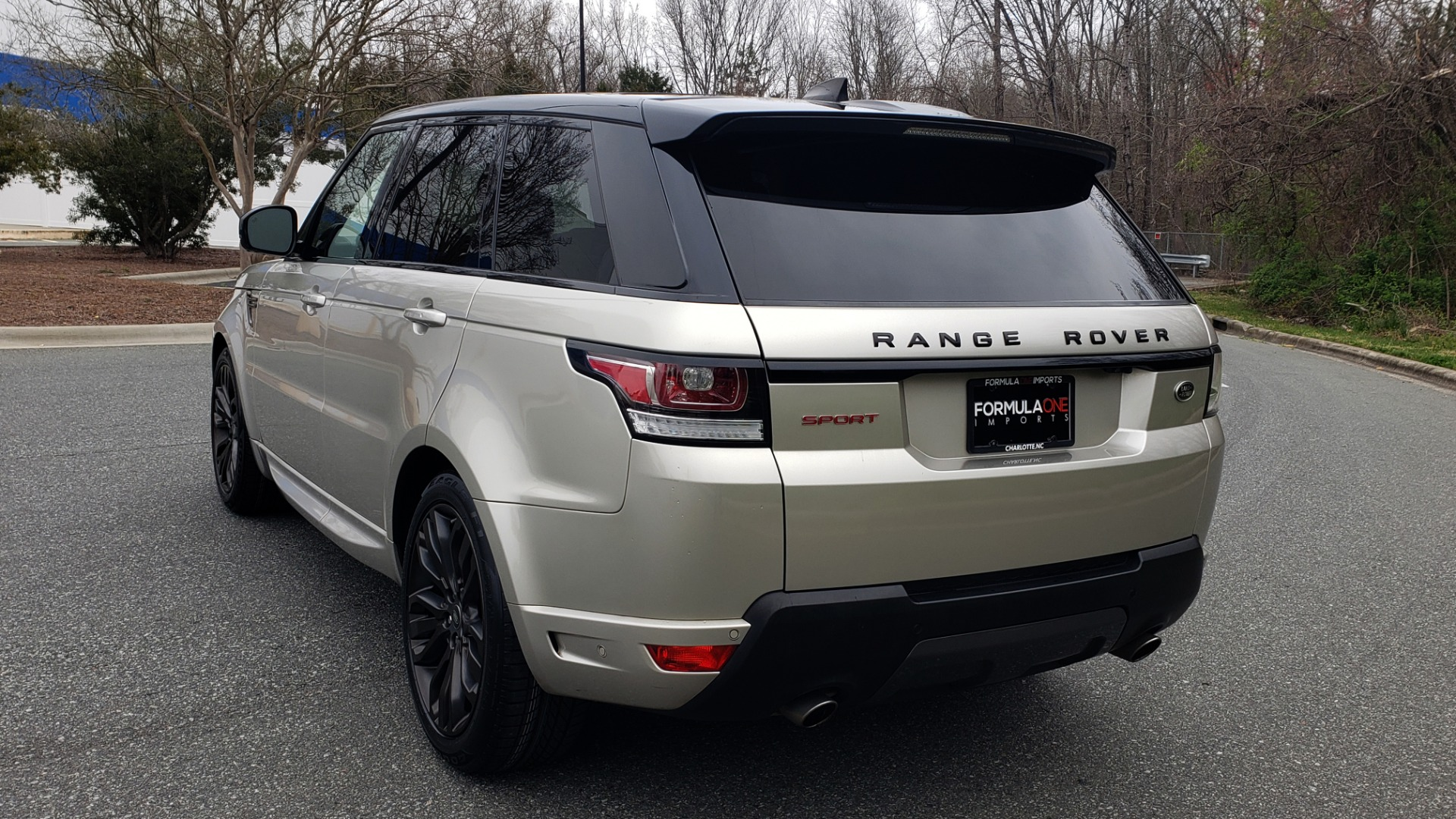 Used 2017 Land Rover RANGE ROVER SPORT HSE DYNAMIC / SC V6 / NAV / PANO-ROOF / REARVIEW for sale Sold at Formula Imports in Charlotte NC 28227 4