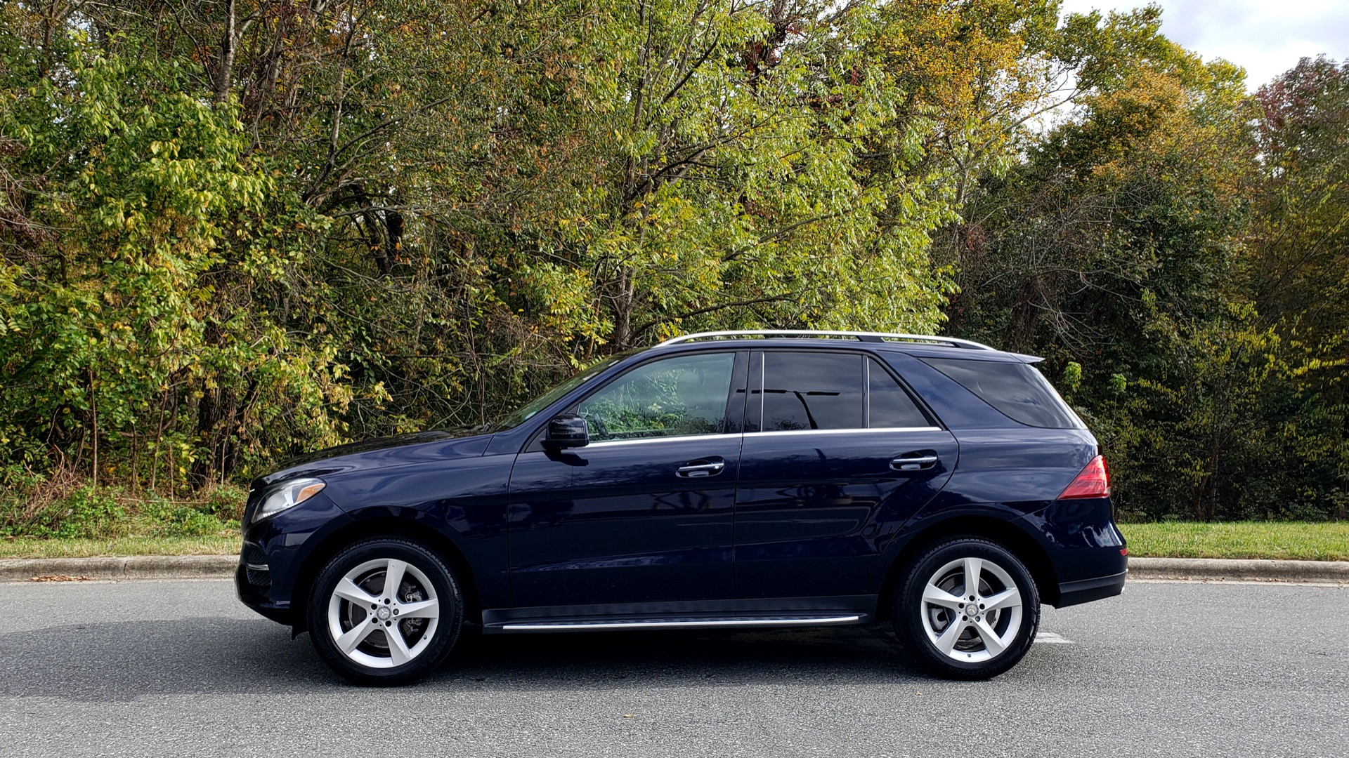 Used 2016 Mercedes-Benz GLE 350 PREMIUM / NAV / SUNROOF / BACK-UP CAMERA / LANE TRACKING for sale Sold at Formula Imports in Charlotte NC 28227 2