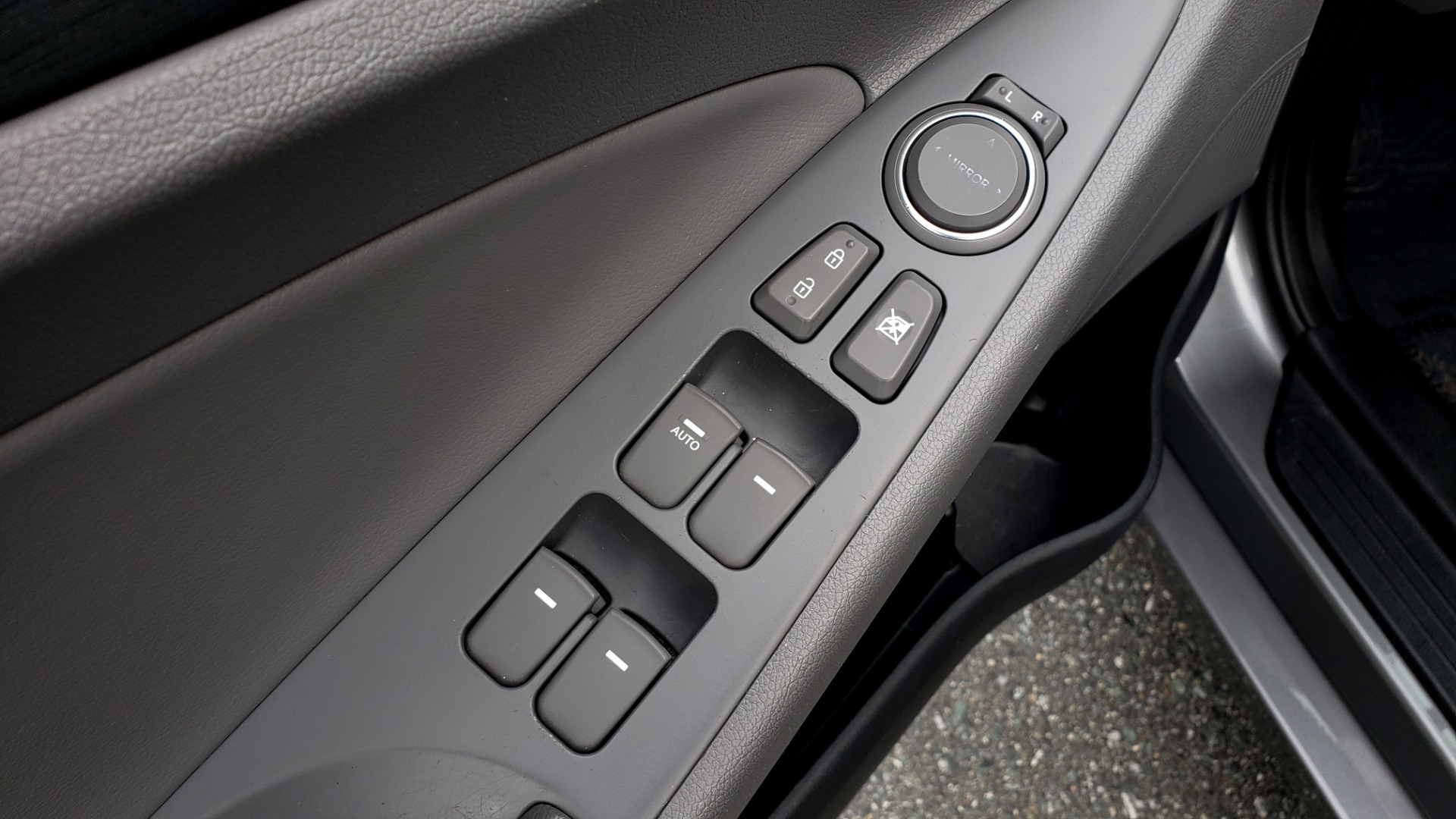 Used 2013 Hyundai SONATA SE AUTO / 2.4L 4-CYL / 6-SPD AUTO / VERY CLEAN for sale Sold at Formula Imports in Charlotte NC 28227 33