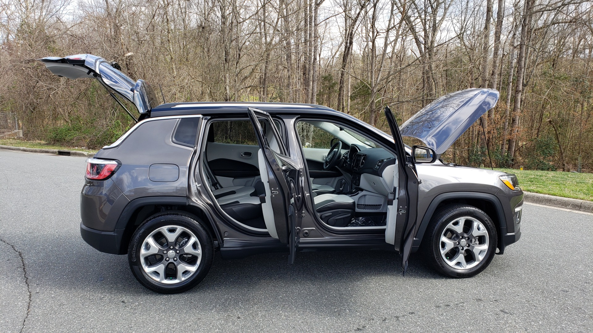 Used 2019 Jeep COMPASS LIMITED FWD / SUNROOF / BLIND SPOT / PARK SENSE for sale Sold at Formula Imports in Charlotte NC 28227 10