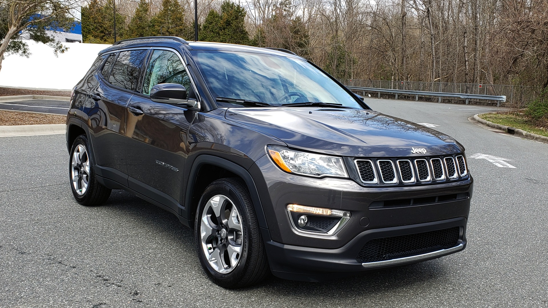 Used 2019 Jeep COMPASS LIMITED FWD / SUNROOF / BLIND SPOT / PARK SENSE for sale Sold at Formula Imports in Charlotte NC 28227 4