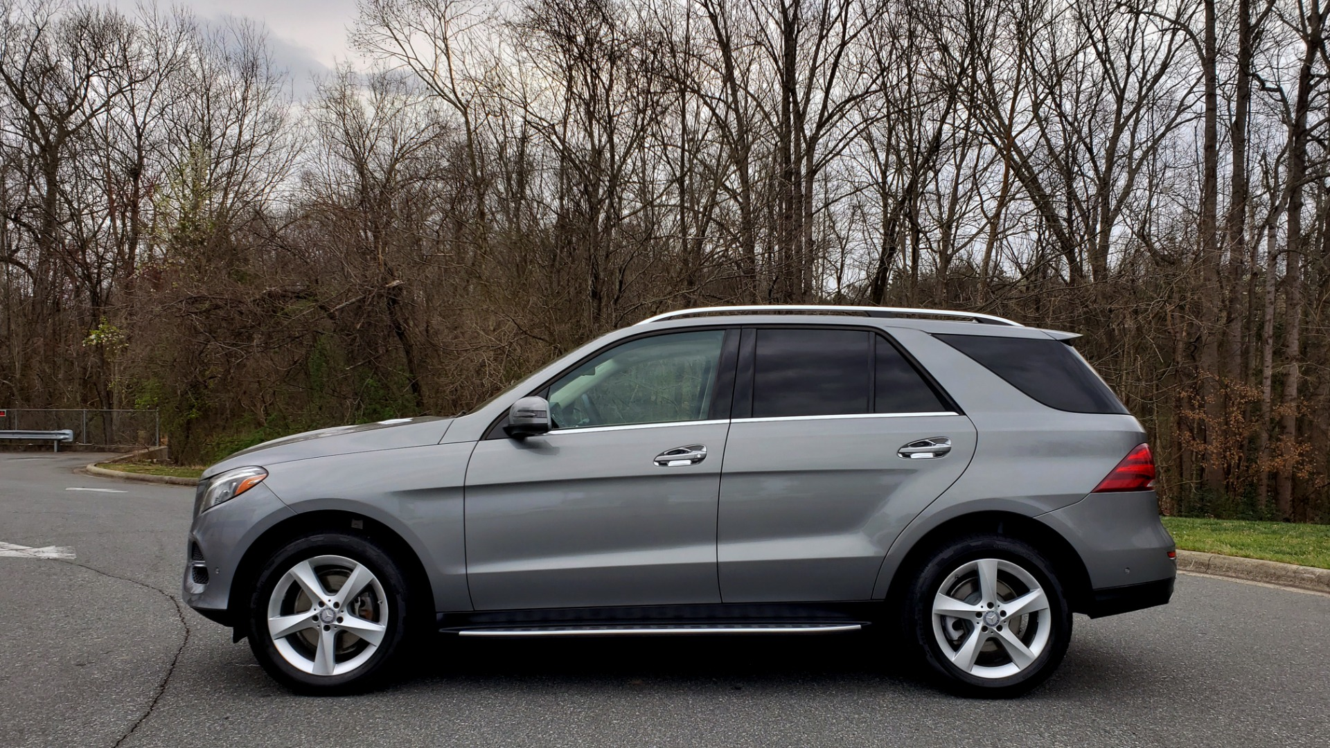 Used 2016 Mercedes-Benz GLE 350 4MATIC / PREMIUM / LIGHTING / NAV / SUNROOF / HTD STS / REAR for sale Sold at Formula Imports in Charlotte NC 28227 2