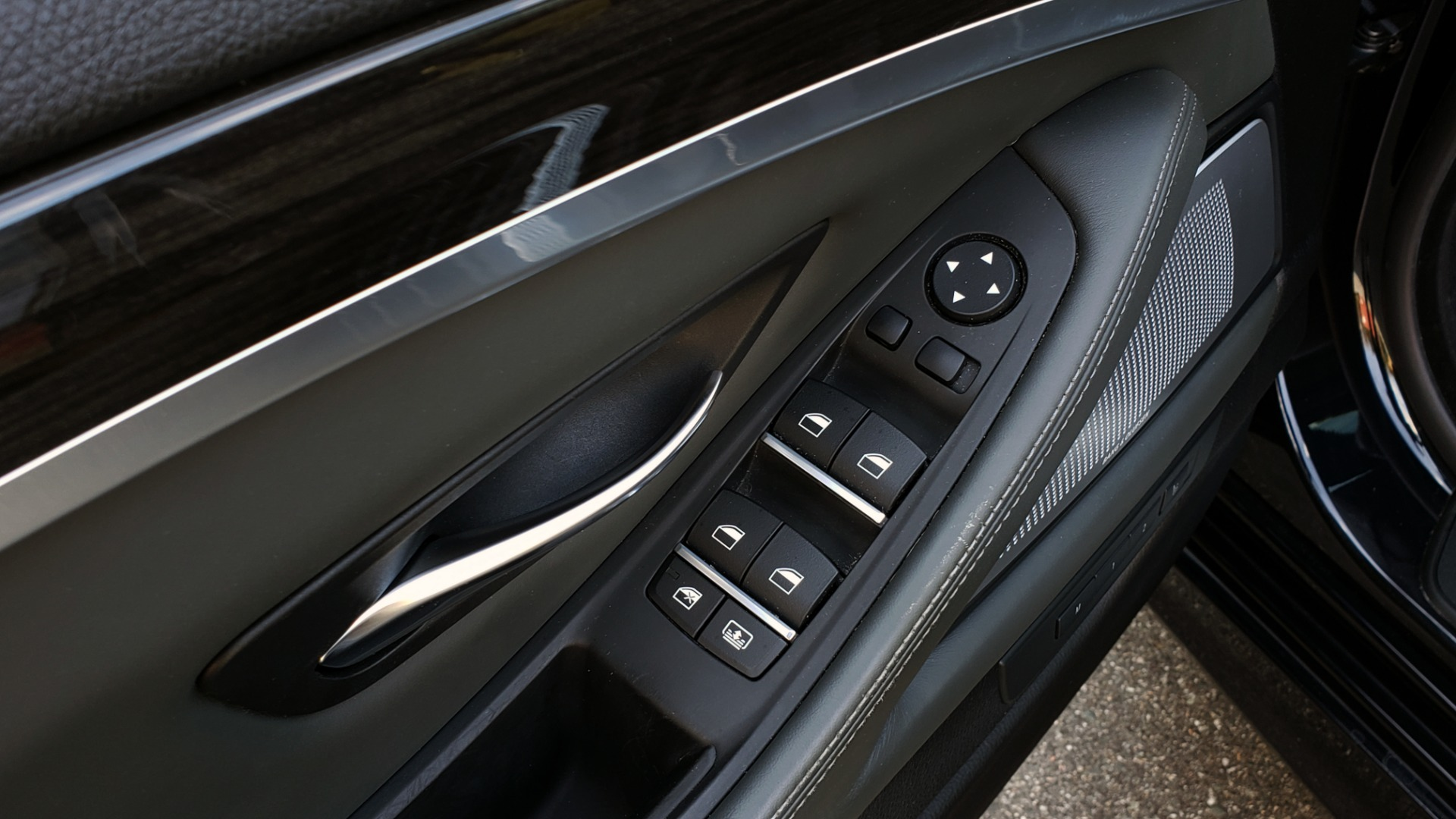 Used 2013 BMW M5 EXECUTIVE PKG / DRVR ASST / NAV / SUNROOF / REARVIEW for sale Sold at Formula Imports in Charlotte NC 28227 33