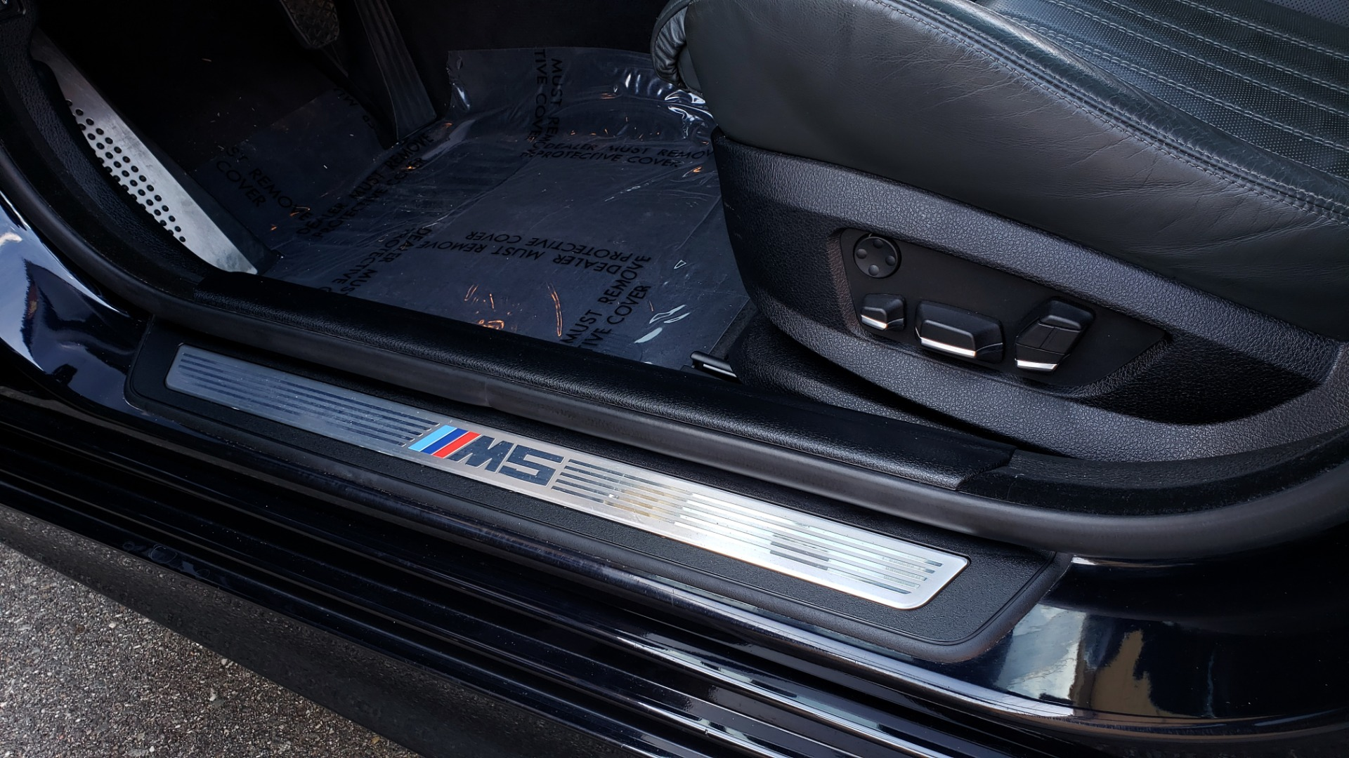 Used 2013 BMW M5 EXECUTIVE PKG / DRVR ASST / NAV / SUNROOF / REARVIEW for sale Sold at Formula Imports in Charlotte NC 28227 36