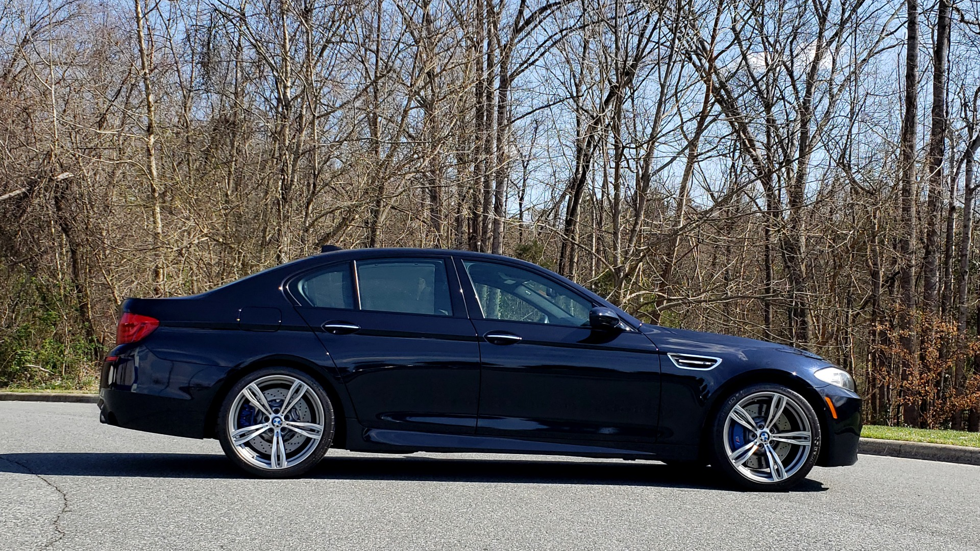 Used 2013 BMW M5 EXECUTIVE PKG / DRVR ASST / NAV / SUNROOF / REARVIEW for sale Sold at Formula Imports in Charlotte NC 28227 5