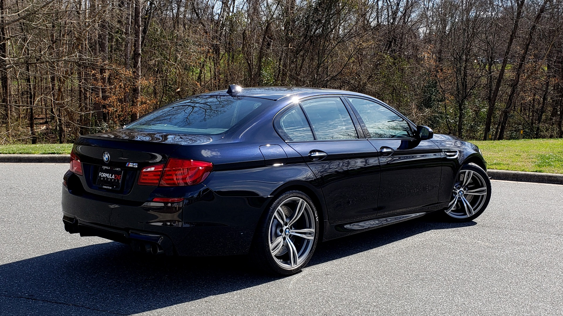 Used 2013 BMW M5 EXECUTIVE PKG / DRVR ASST / NAV / SUNROOF / REARVIEW for sale Sold at Formula Imports in Charlotte NC 28227 6