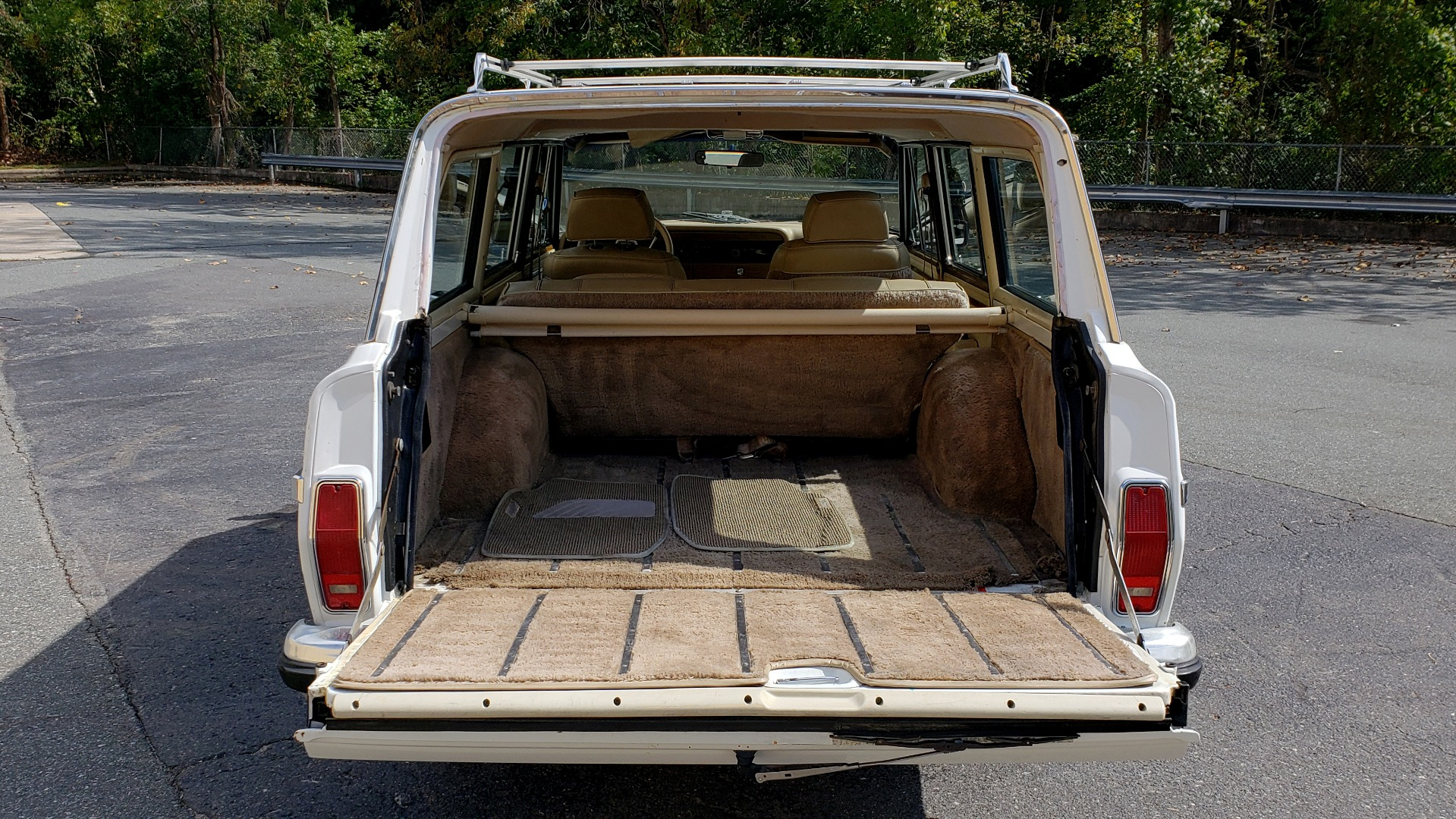 Used 1989 Jeep GRAND WAGONEER 4X4 / SUNROOF / CRUISE / ROOF RACK for sale Sold at Formula Imports in Charlotte NC 28227 12