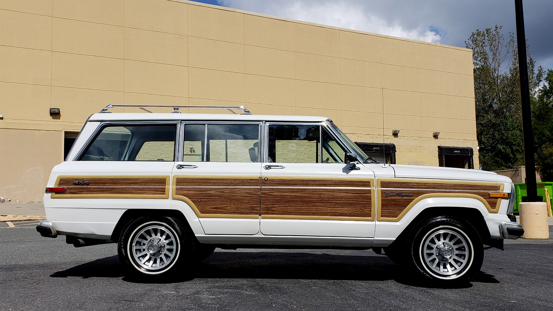 Used 1989 Jeep GRAND WAGONEER 4X4 / SUNROOF / CRUISE / ROOF RACK for sale Sold at Formula Imports in Charlotte NC 28227 3
