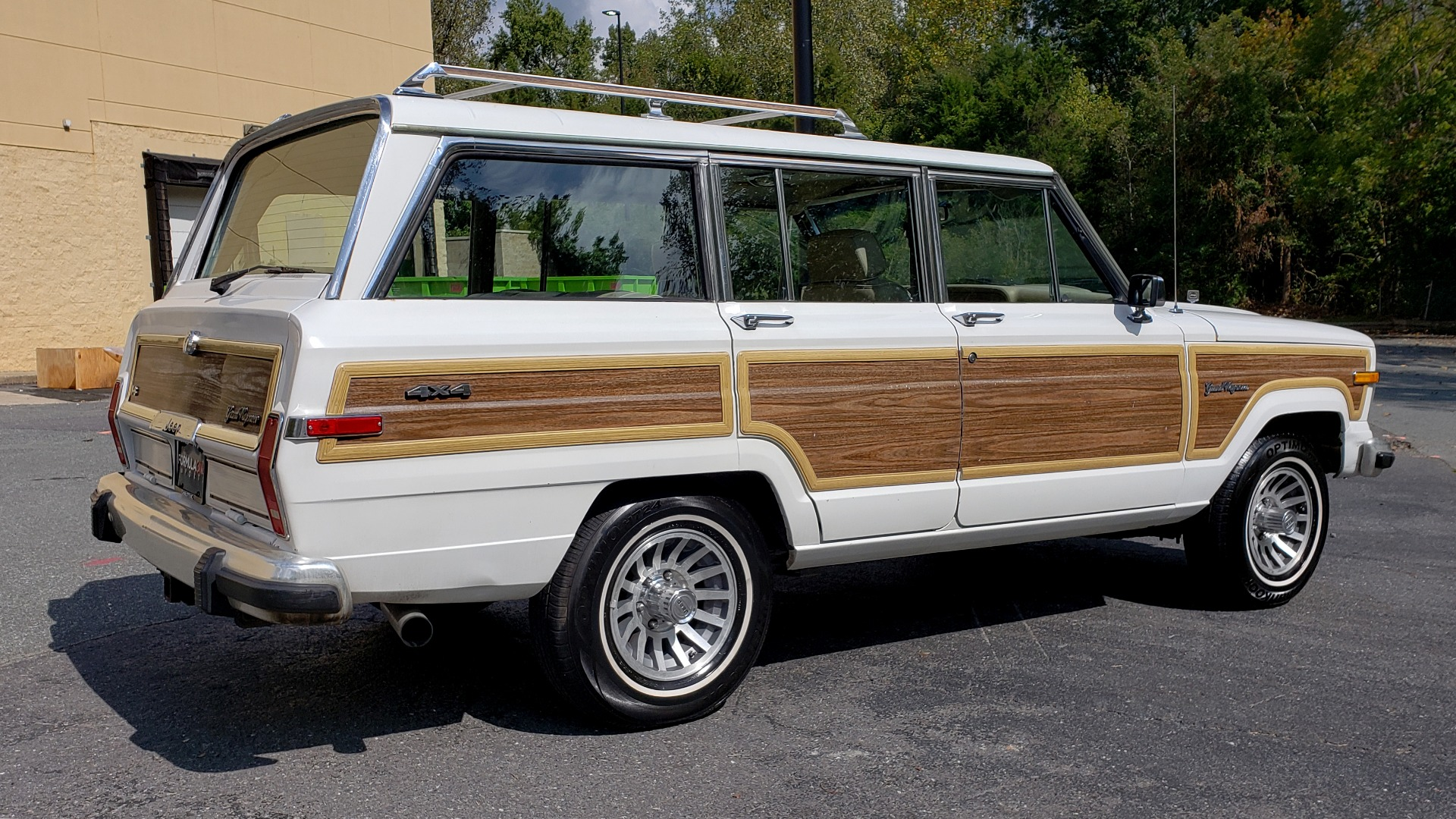 Used 1989 Jeep GRAND WAGONEER 4X4 / SUNROOF / CRUISE / ROOF RACK for sale Sold at Formula Imports in Charlotte NC 28227 4