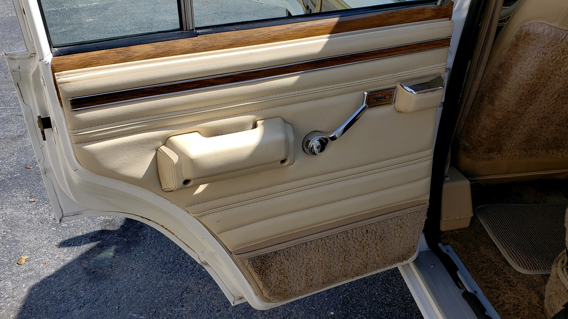 Used 1989 Jeep GRAND WAGONEER 4X4 / SUNROOF / CRUISE / ROOF RACK for sale Sold at Formula Imports in Charlotte NC 28227 45