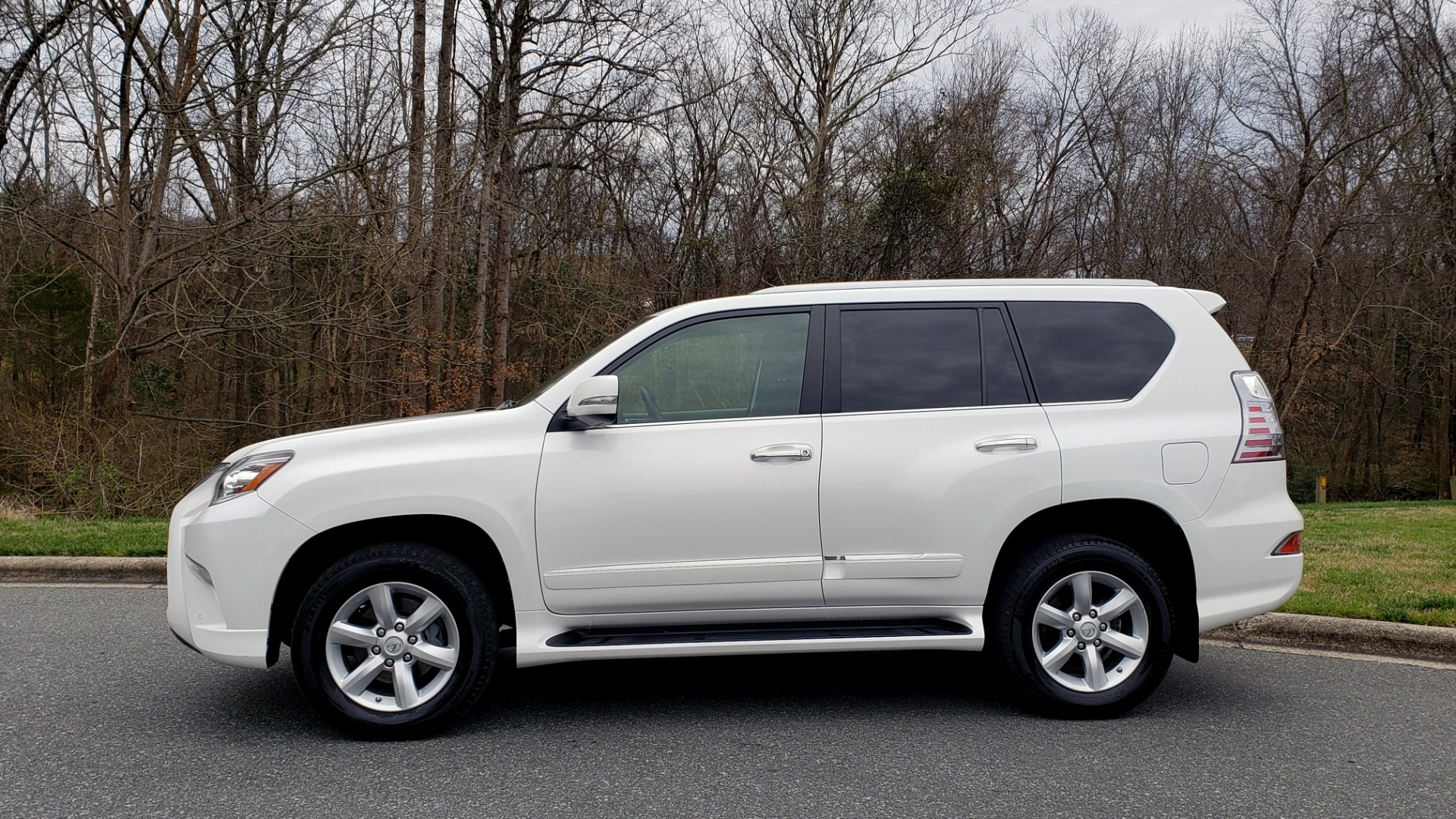 Used 2017 Lexus GX 460 4WD / NAV / VENT STS / SUNROOF / PARK ASST / BSM for sale Sold at Formula Imports in Charlotte NC 28227 2