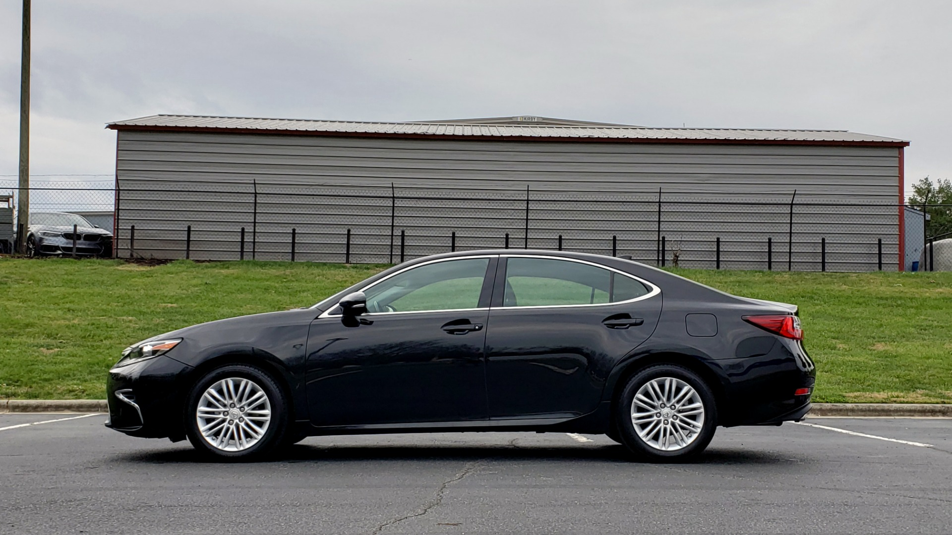 Used 2017 Lexus ES 350 PREMIUM / SUNROOF / PARK ASST / BSM / VENT SEATS / REARVIEW for sale Sold at Formula Imports in Charlotte NC 28227 2