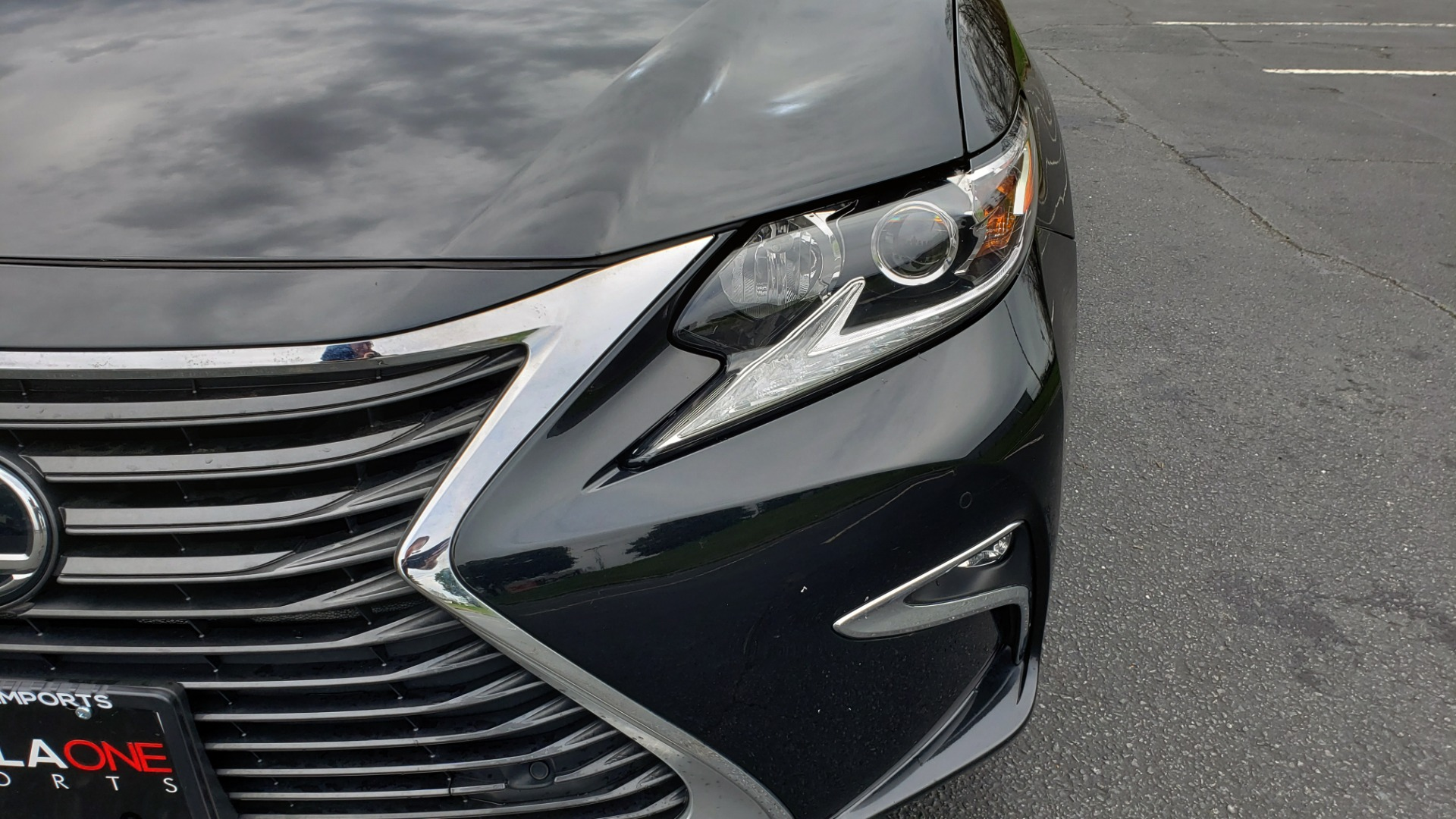 Used 2017 Lexus ES 350 PREMIUM / SUNROOF / PARK ASST / BSM / VENT SEATS / REARVIEW for sale Sold at Formula Imports in Charlotte NC 28227 24