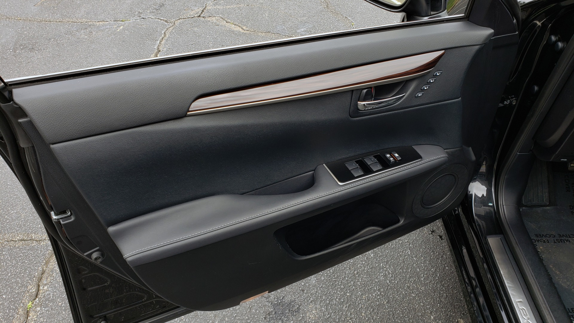 Used 2017 Lexus ES 350 PREMIUM / SUNROOF / PARK ASST / BSM / VENT SEATS / REARVIEW for sale Sold at Formula Imports in Charlotte NC 28227 29