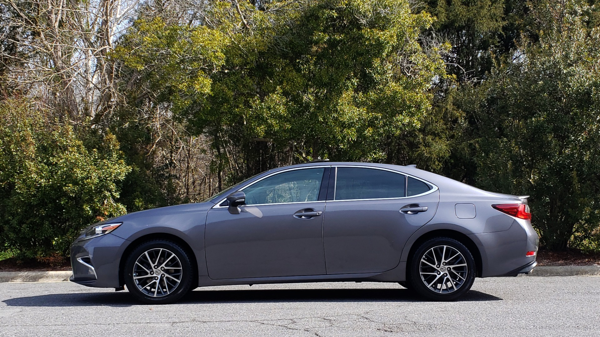 Used 2016 Lexus ES 350 4-DR PREMIUM / SUNROOF / BSM / REARVIEW / VENT STS for sale Sold at Formula Imports in Charlotte NC 28227 2