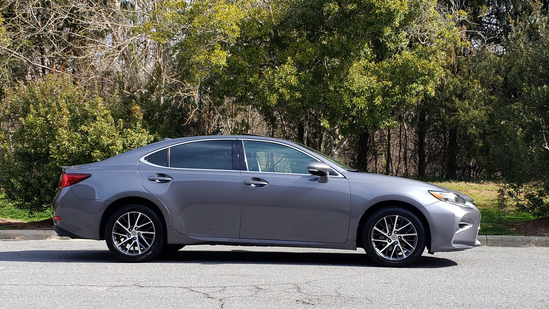 Used 2016 Lexus ES 350 4-DR PREMIUM / SUNROOF / BSM / REARVIEW / VENT STS for sale Sold at Formula Imports in Charlotte NC 28227 5