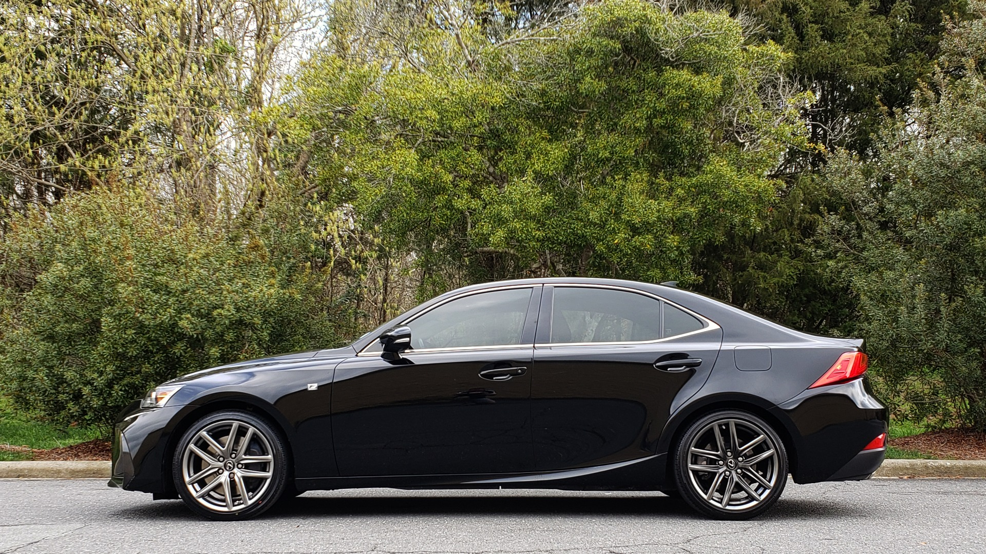 Used 2017 Lexus IS 200T F-SPORT / SUNROOF / REARVIEW / VENT SEATS for sale Sold at Formula Imports in Charlotte NC 28227 2