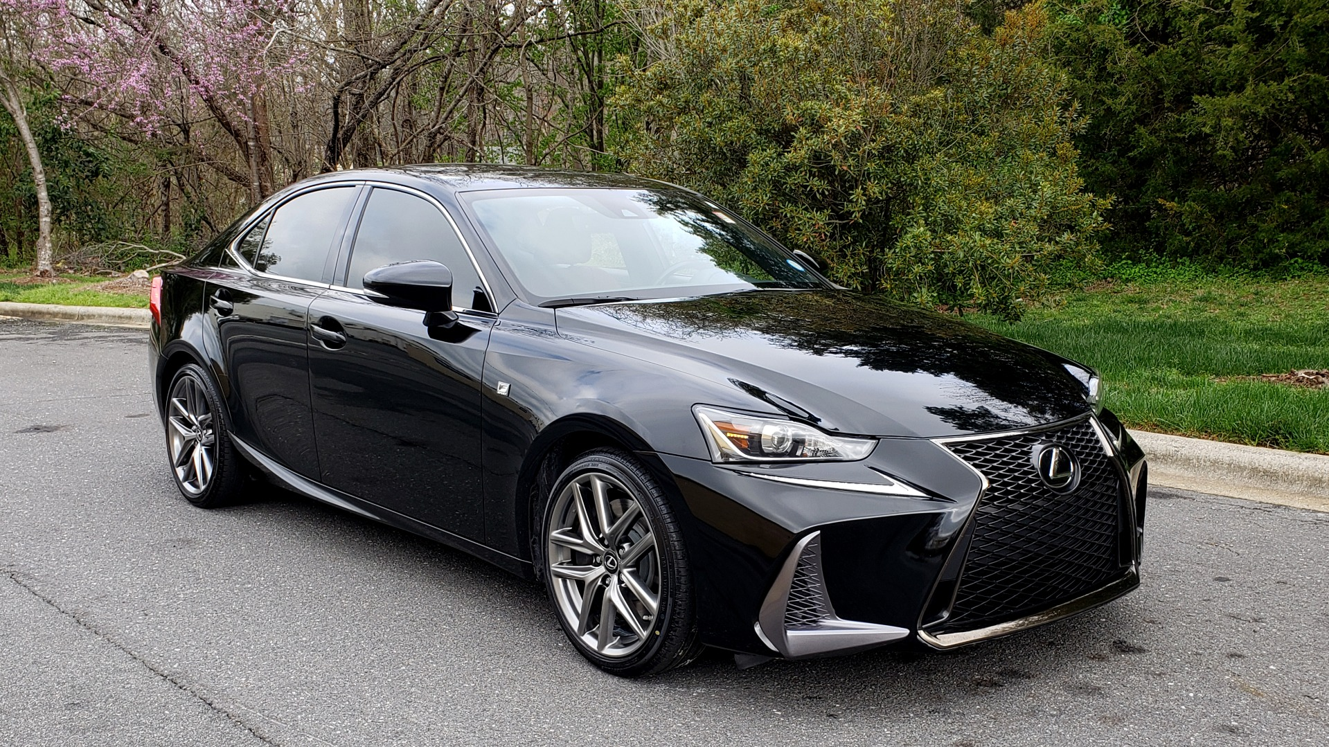 Used 2017 Lexus IS 200T F-SPORT / SUNROOF / REARVIEW / VENT SEATS for sale Sold at Formula Imports in Charlotte NC 28227 4