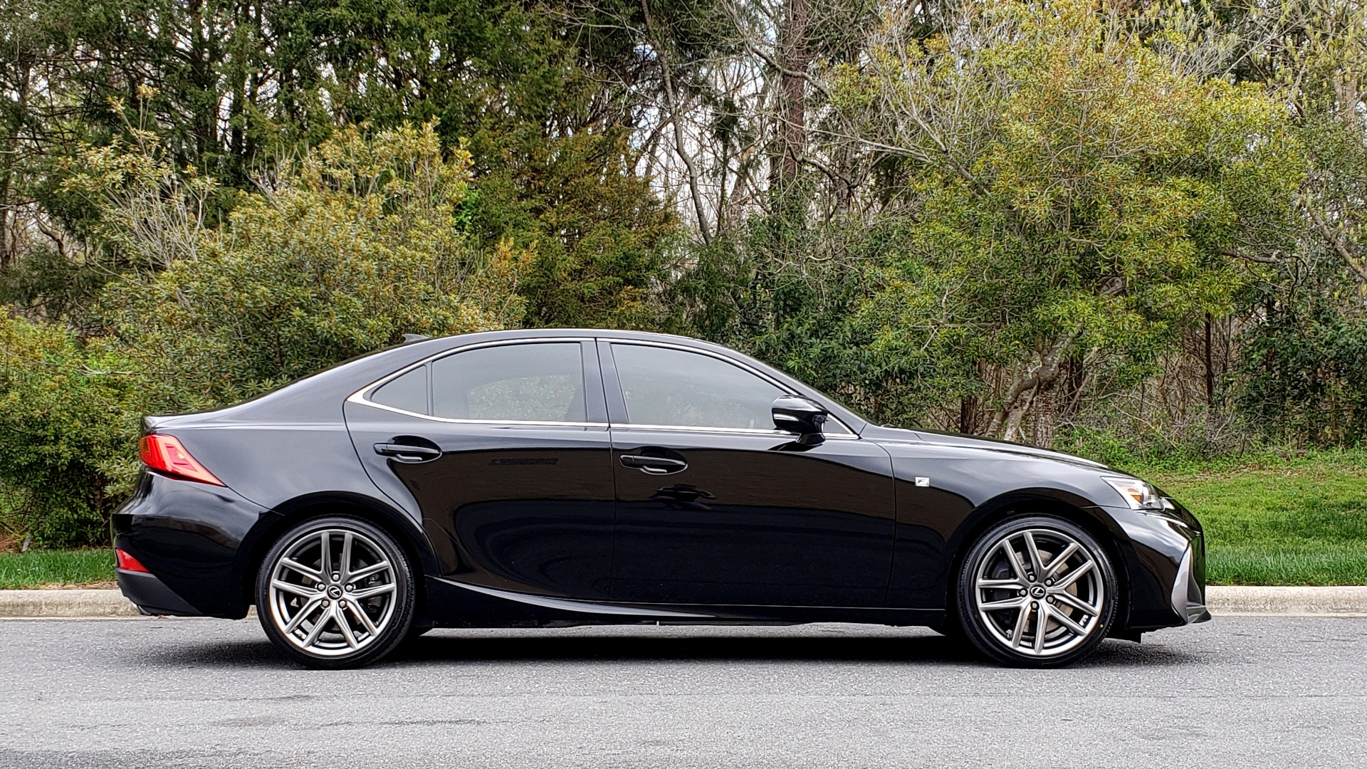 Used 2017 Lexus IS 200T F-SPORT / SUNROOF / REARVIEW / VENT SEATS for sale Sold at Formula Imports in Charlotte NC 28227 5