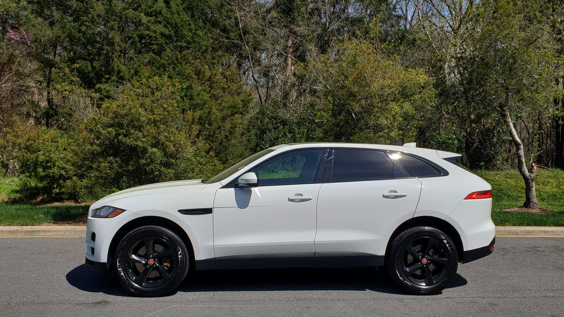 Used 2017 Jaguar F-PACE 35T PREMIUM / NAV / PANO-ROOF/ REARVIEW / BLK PKG for sale Sold at Formula Imports in Charlotte NC 28227 2