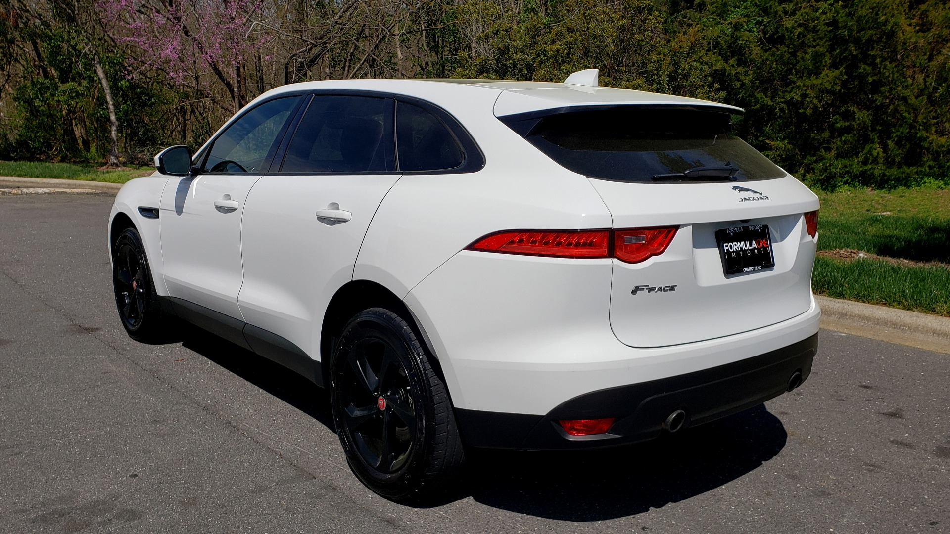 Used 2017 Jaguar F-PACE 35T PREMIUM / NAV / PANO-ROOF/ REARVIEW / BLK PKG for sale Sold at Formula Imports in Charlotte NC 28227 3