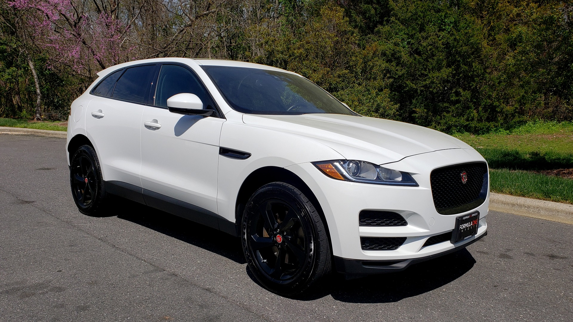 Used 2017 Jaguar F-PACE 35T PREMIUM / NAV / PANO-ROOF/ REARVIEW / BLK PKG for sale Sold at Formula Imports in Charlotte NC 28227 4