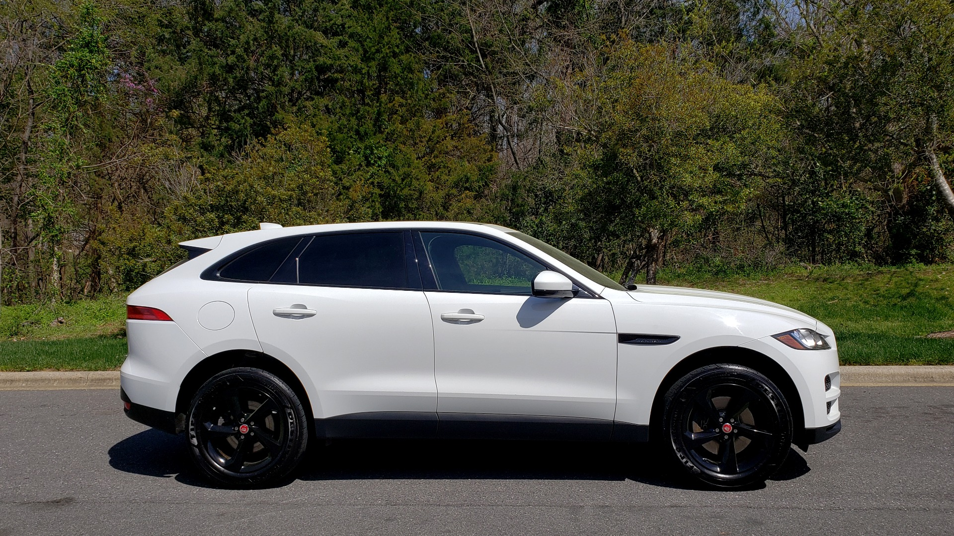 Used 2017 Jaguar F-PACE 35T PREMIUM / NAV / PANO-ROOF/ REARVIEW / BLK PKG for sale Sold at Formula Imports in Charlotte NC 28227 5