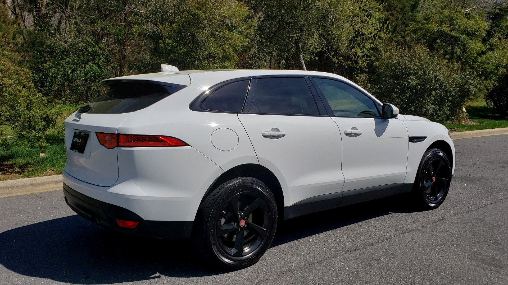 Used 2017 Jaguar F-PACE 35T PREMIUM / NAV / PANO-ROOF/ REARVIEW / BLK PKG for sale Sold at Formula Imports in Charlotte NC 28227 6