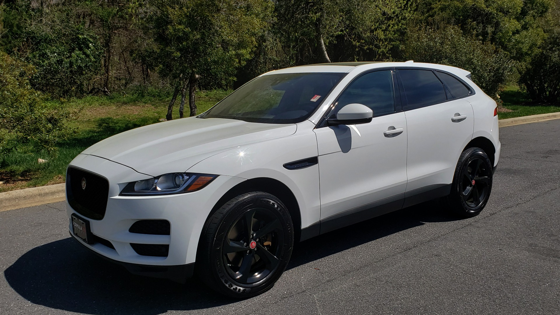 Used 2017 Jaguar F-PACE 35T PREMIUM / NAV / PANO-ROOF/ REARVIEW / BLK PKG for sale Sold at Formula Imports in Charlotte NC 28227 1