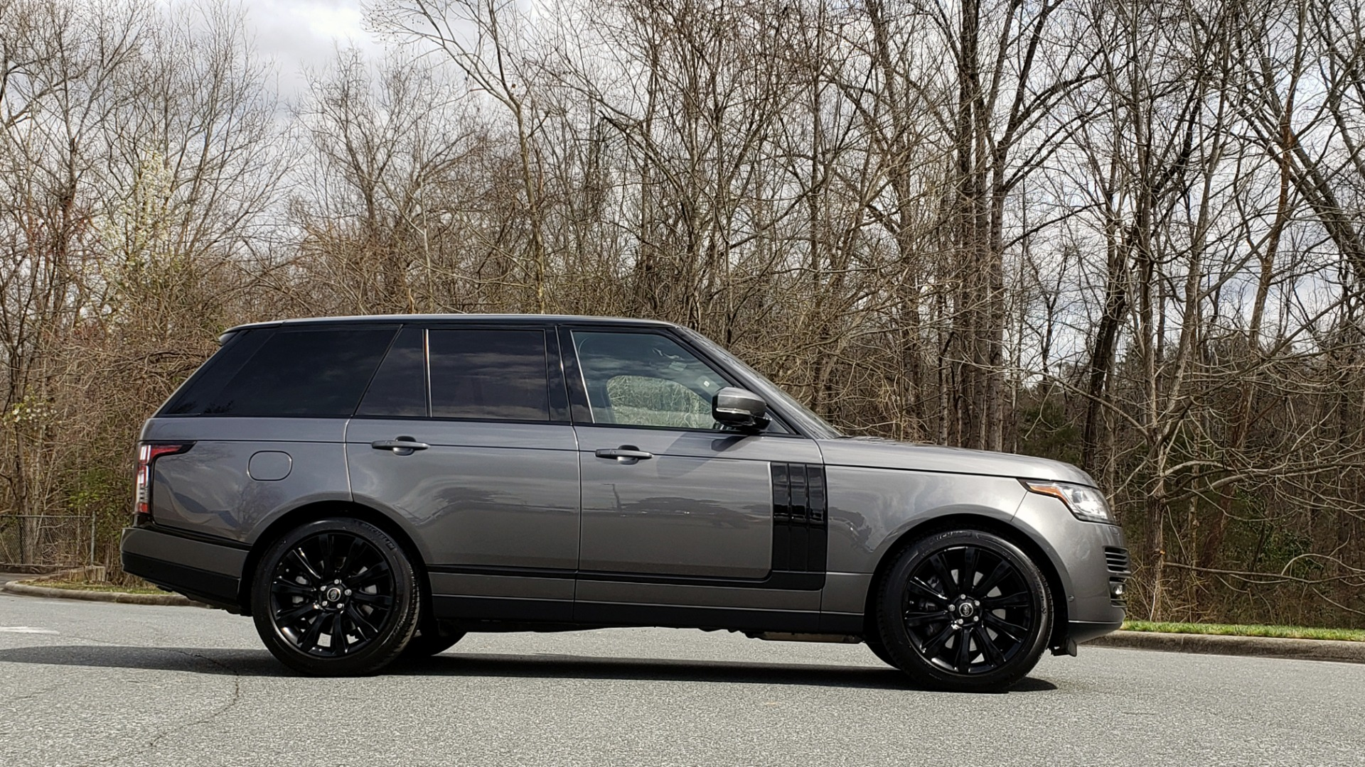 Used 2016 Land Rover RANGE ROVER SUPERCHARGED V8 / NAV / PANO-ROOF / REARVIEW for sale Sold at Formula Imports in Charlotte NC 28227 10