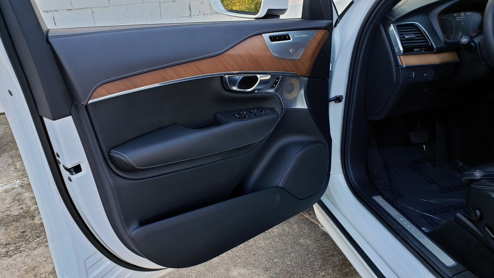 Used 2017 Volvo XC90 INSCRIPTION / AWD / NAV / SUNROOF / 3-ROW / CAMERA for sale Sold at Formula Imports in Charlotte NC 28227 38