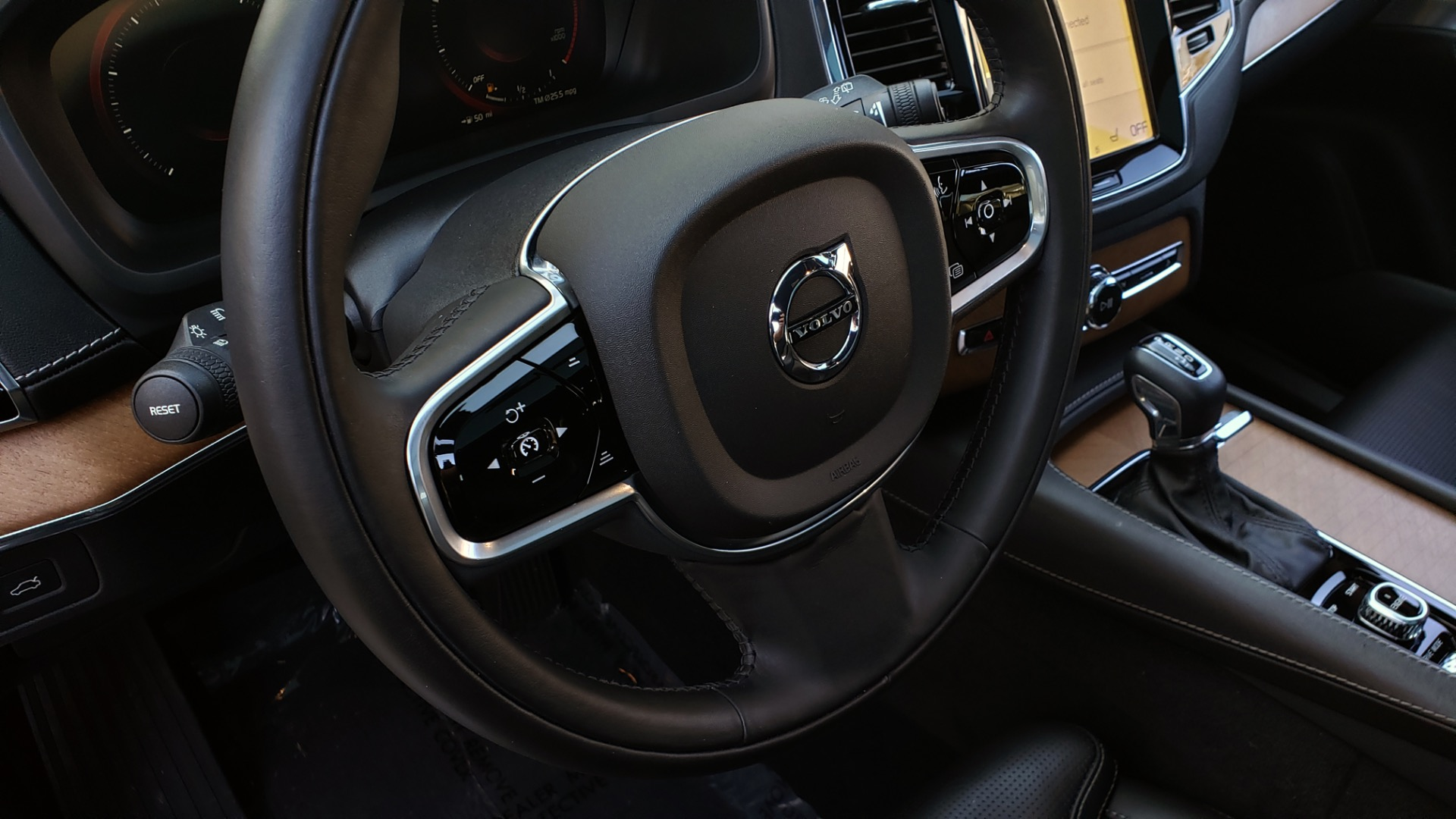 Used 2017 Volvo XC90 INSCRIPTION / AWD / NAV / SUNROOF / 3-ROW / CAMERA for sale Sold at Formula Imports in Charlotte NC 28227 45