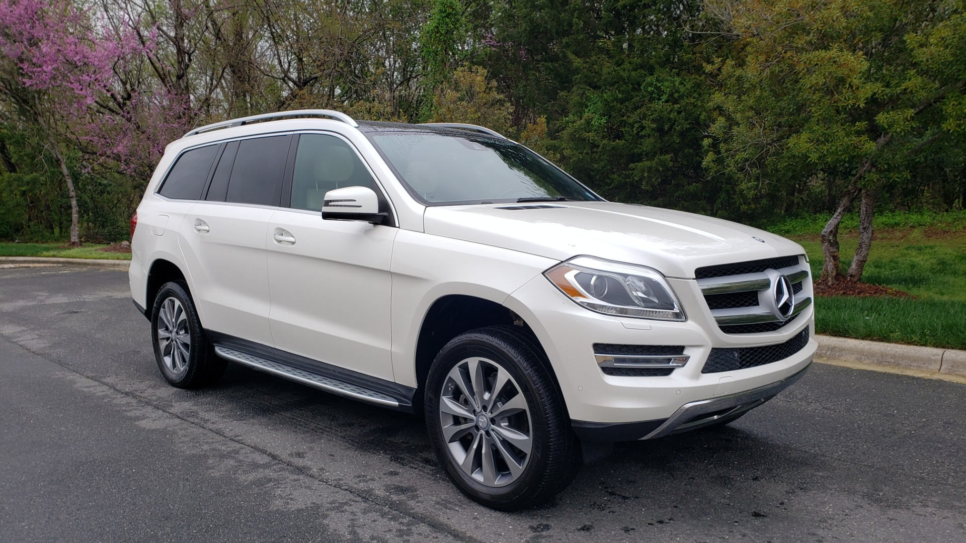 Used 2015 Mercedes-Benz GL-Class GL 450 4MATIC PREMIUM / NAV / PANO-ROOF / LANE TRACK / PARK ASST for sale Sold at Formula Imports in Charlotte NC 28227 4