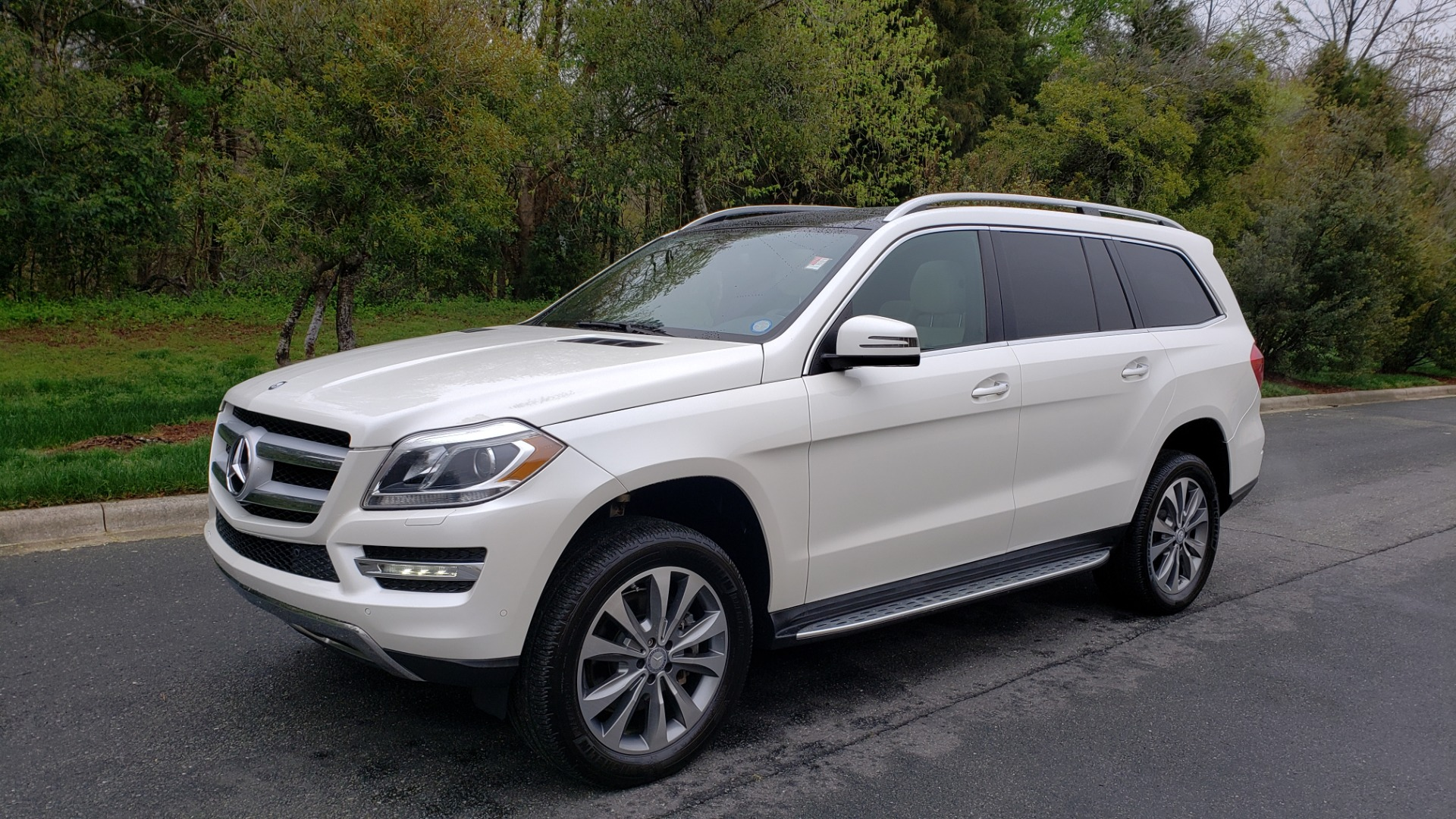 Used 2015 Mercedes-Benz GL-Class GL 450 4MATIC PREMIUM / NAV / PANO-ROOF / LANE TRACK / PARK ASST for sale Sold at Formula Imports in Charlotte NC 28227 1