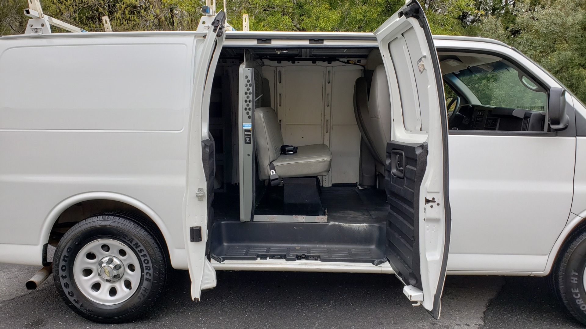 Used 2012 Chevrolet EXPRESS CARGO VAN V6 / AUTO RWD / ROOF RACK / STORAGE RACKS for sale Sold at Formula Imports in Charlotte NC 28227 32