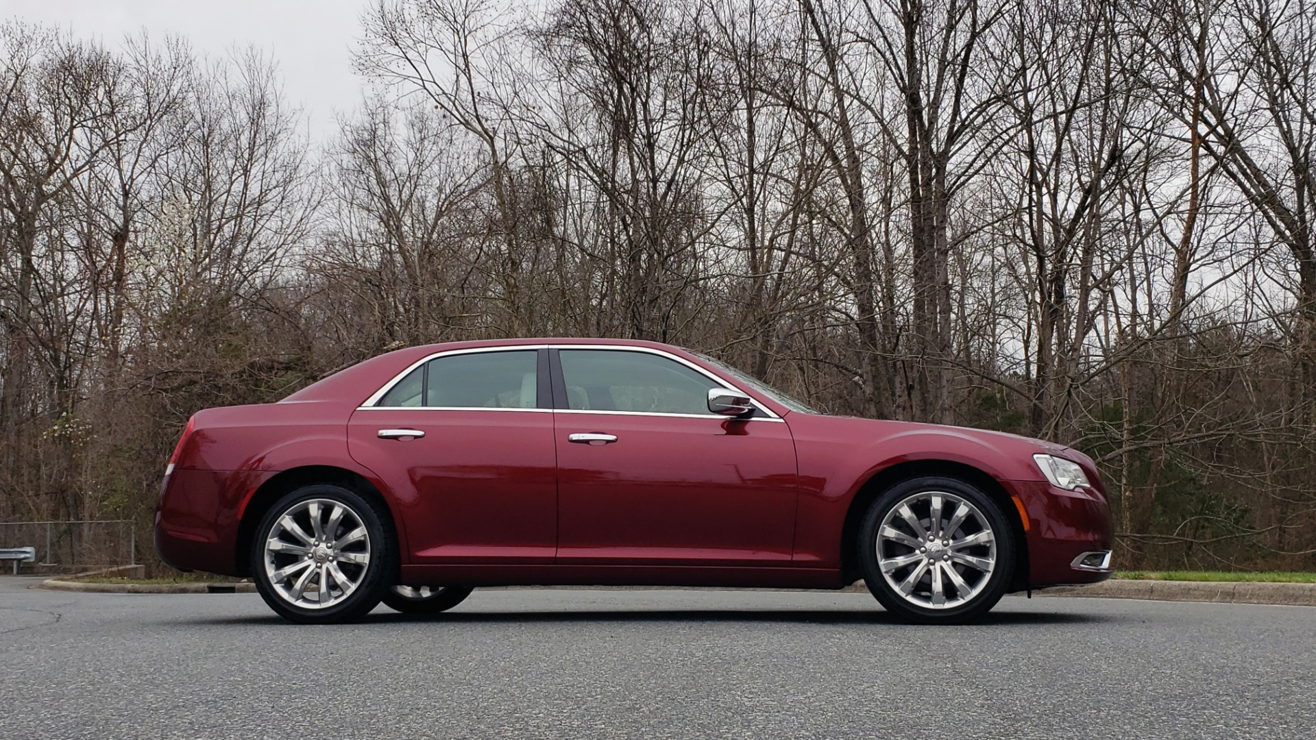 Used 2019 Chrysler 300 LIMITED / 3.6L V6 / 8-SPD AUTO / LEATHER / REARVIEW for sale Sold at Formula Imports in Charlotte NC 28227 11