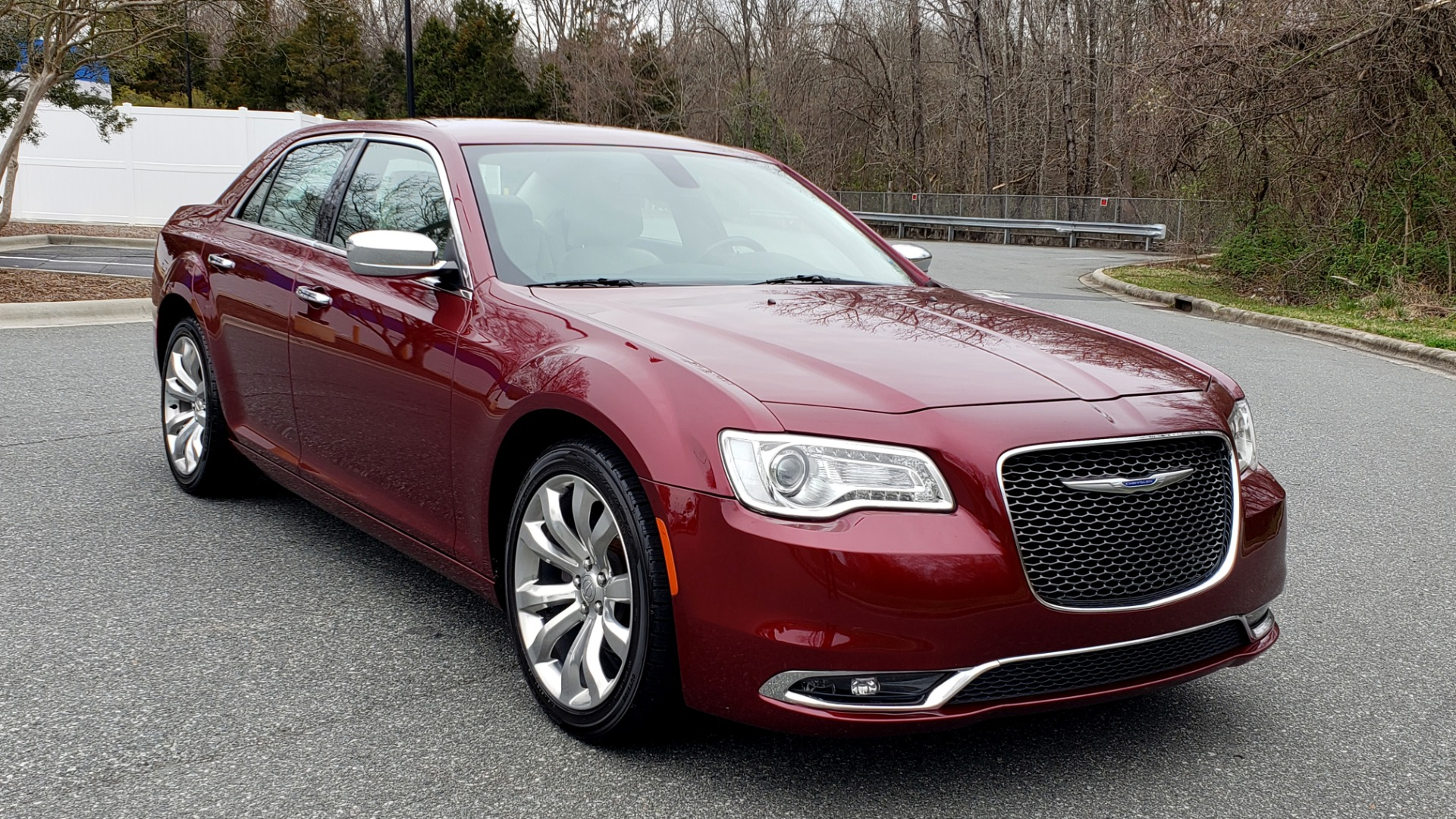 Used 2019 Chrysler 300 LIMITED / 3.6L V6 / 8-SPD AUTO / LEATHER / REARVIEW for sale Sold at Formula Imports in Charlotte NC 28227 12