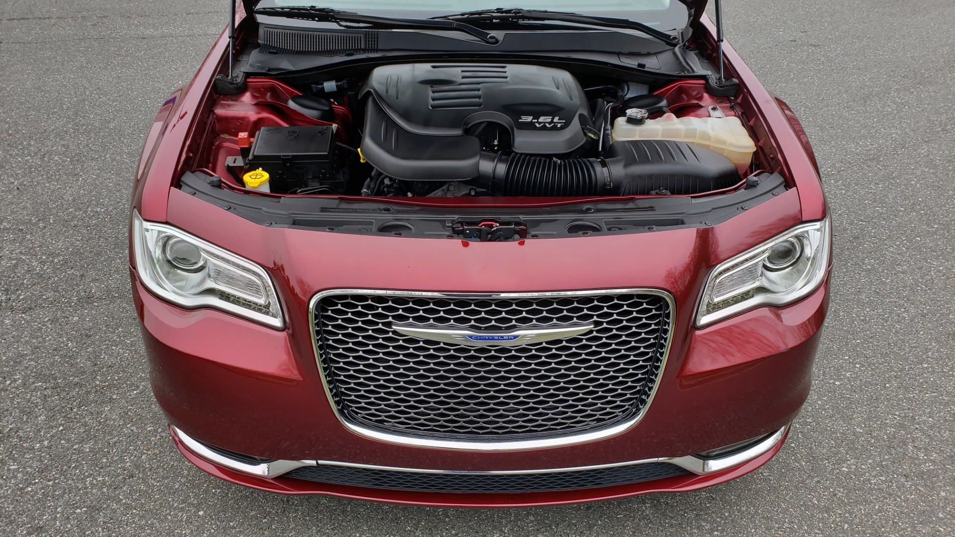 Used 2019 Chrysler 300 LIMITED / 3.6L V6 / 8-SPD AUTO / LEATHER / REARVIEW for sale Sold at Formula Imports in Charlotte NC 28227 16