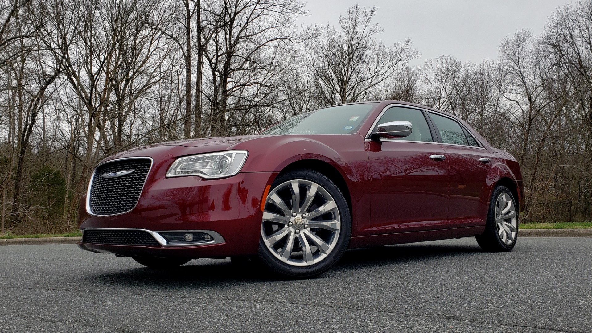 Used 2019 Chrysler 300 LIMITED / 3.6L V6 / 8-SPD AUTO / LEATHER / REARVIEW for sale Sold at Formula Imports in Charlotte NC 28227 2