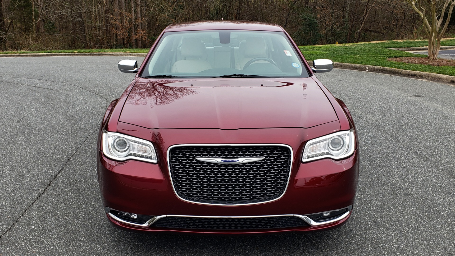 Used 2019 Chrysler 300 LIMITED / 3.6L V6 / 8-SPD AUTO / LEATHER / REARVIEW for sale Sold at Formula Imports in Charlotte NC 28227 25
