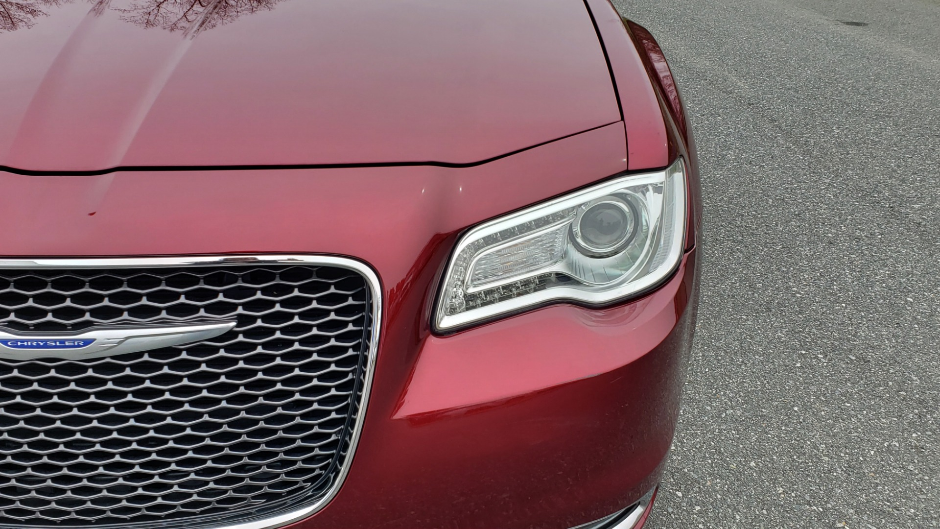 Used 2019 Chrysler 300 LIMITED / 3.6L V6 / 8-SPD AUTO / LEATHER / REARVIEW for sale Sold at Formula Imports in Charlotte NC 28227 27