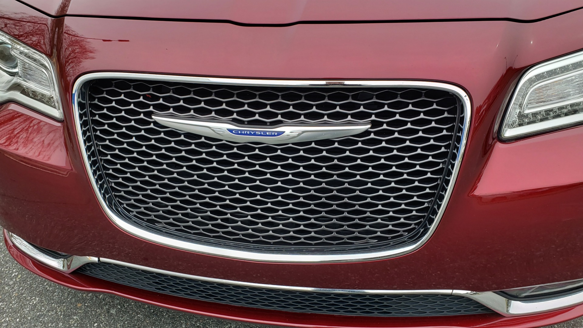 Used 2019 Chrysler 300 LIMITED / 3.6L V6 / 8-SPD AUTO / LEATHER / REARVIEW for sale Sold at Formula Imports in Charlotte NC 28227 28