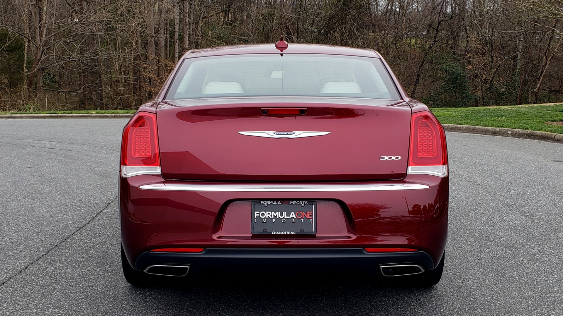 Used 2019 Chrysler 300 LIMITED / 3.6L V6 / 8-SPD AUTO / LEATHER / REARVIEW for sale Sold at Formula Imports in Charlotte NC 28227 32