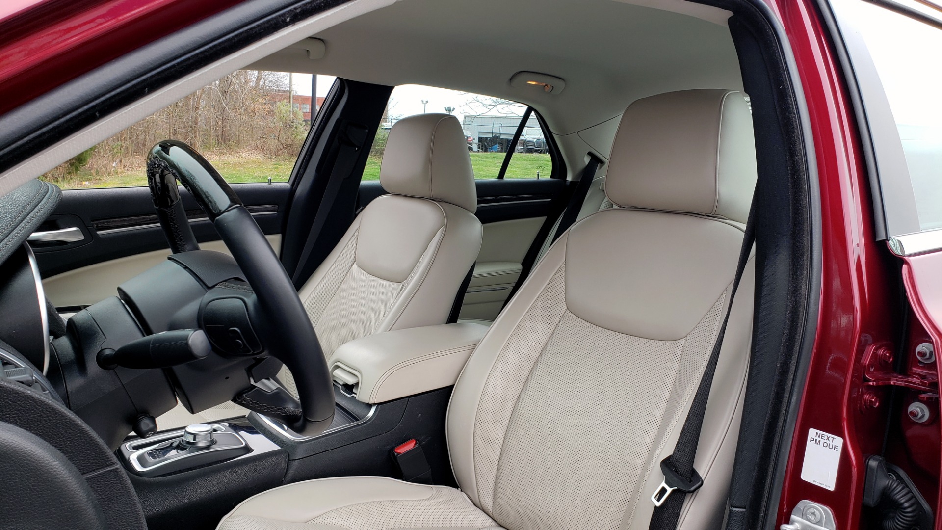 Used 2019 Chrysler 300 LIMITED / 3.6L V6 / 8-SPD AUTO / LEATHER / REARVIEW for sale Sold at Formula Imports in Charlotte NC 28227 40