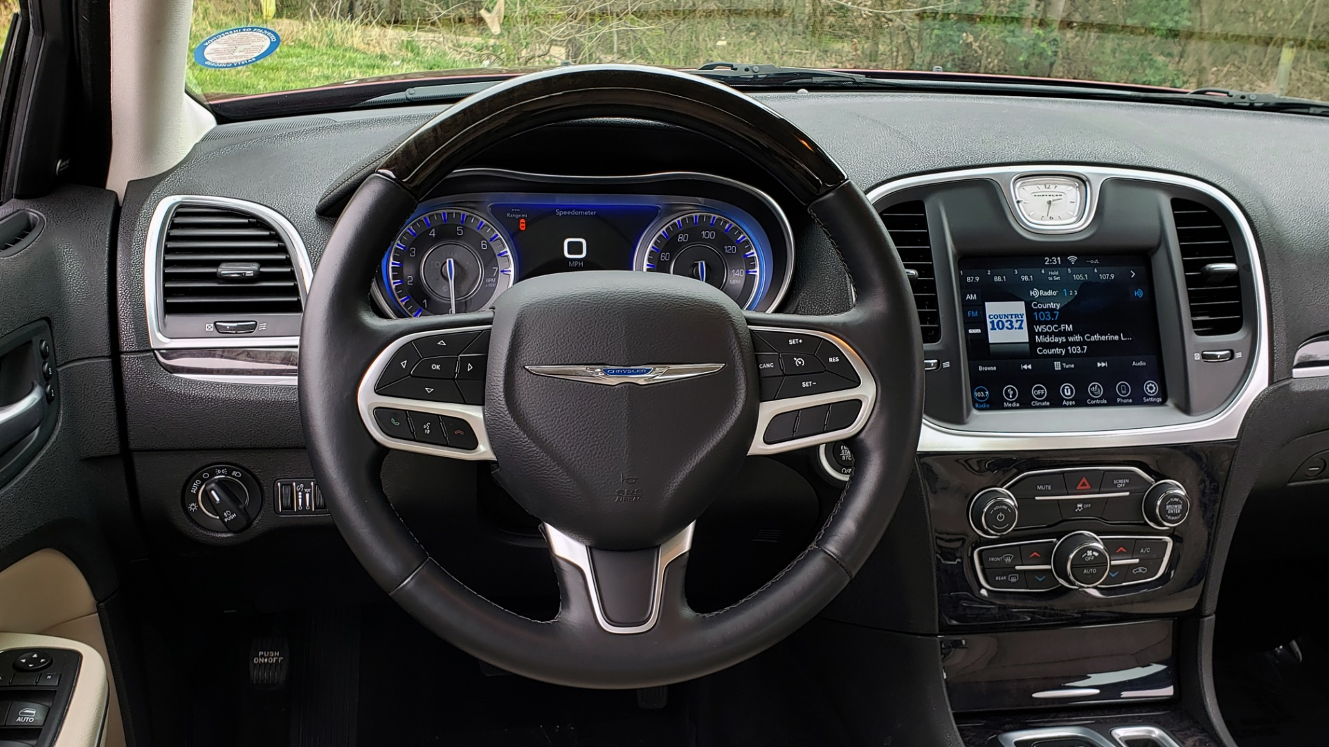 Used 2019 Chrysler 300 LIMITED / 3.6L V6 / 8-SPD AUTO / LEATHER / REARVIEW for sale Sold at Formula Imports in Charlotte NC 28227 42