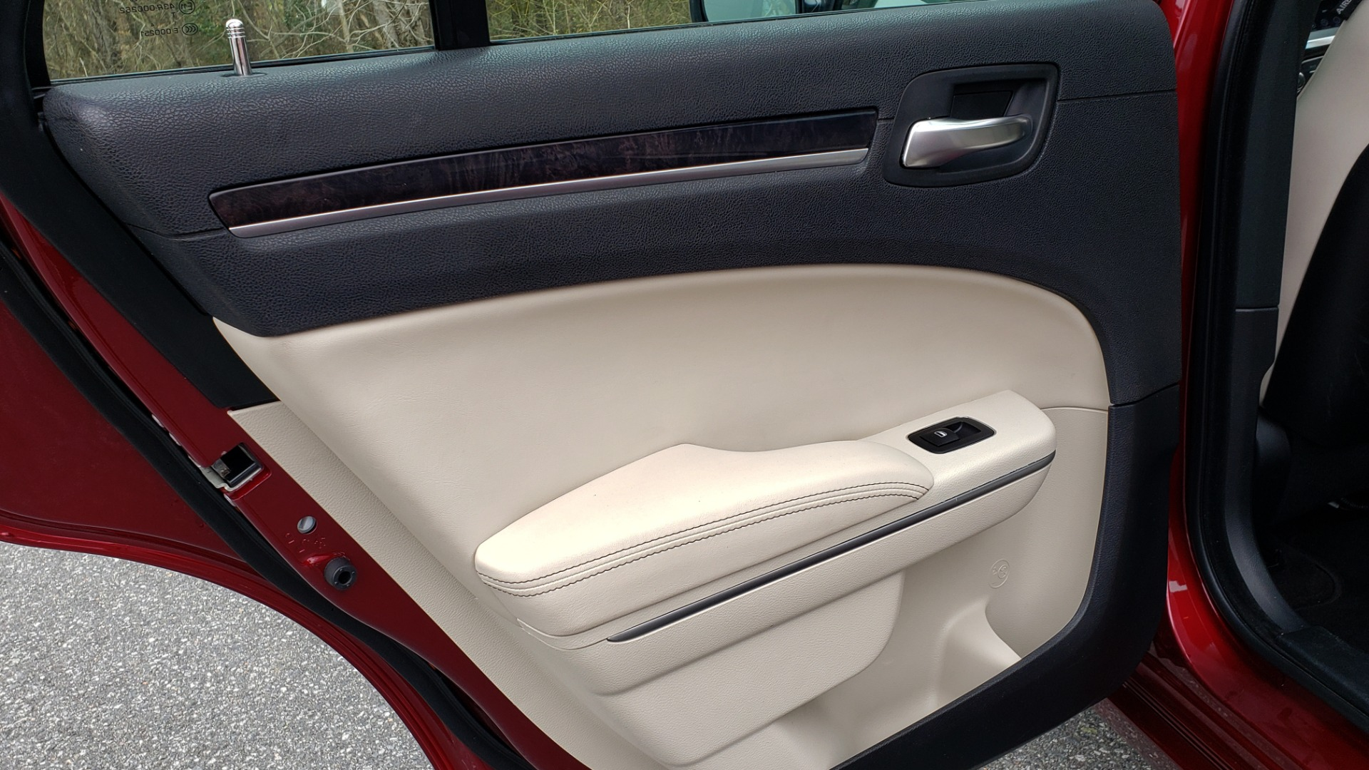 Used 2019 Chrysler 300 LIMITED / 3.6L V6 / 8-SPD AUTO / LEATHER / REARVIEW for sale Sold at Formula Imports in Charlotte NC 28227 60
